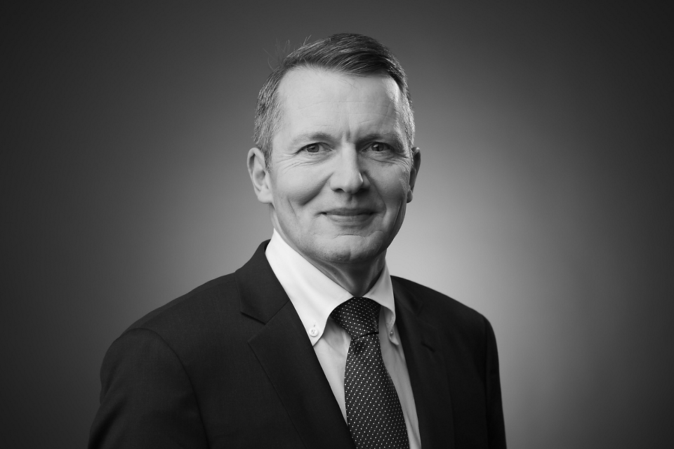 Dr Beat Lüthi